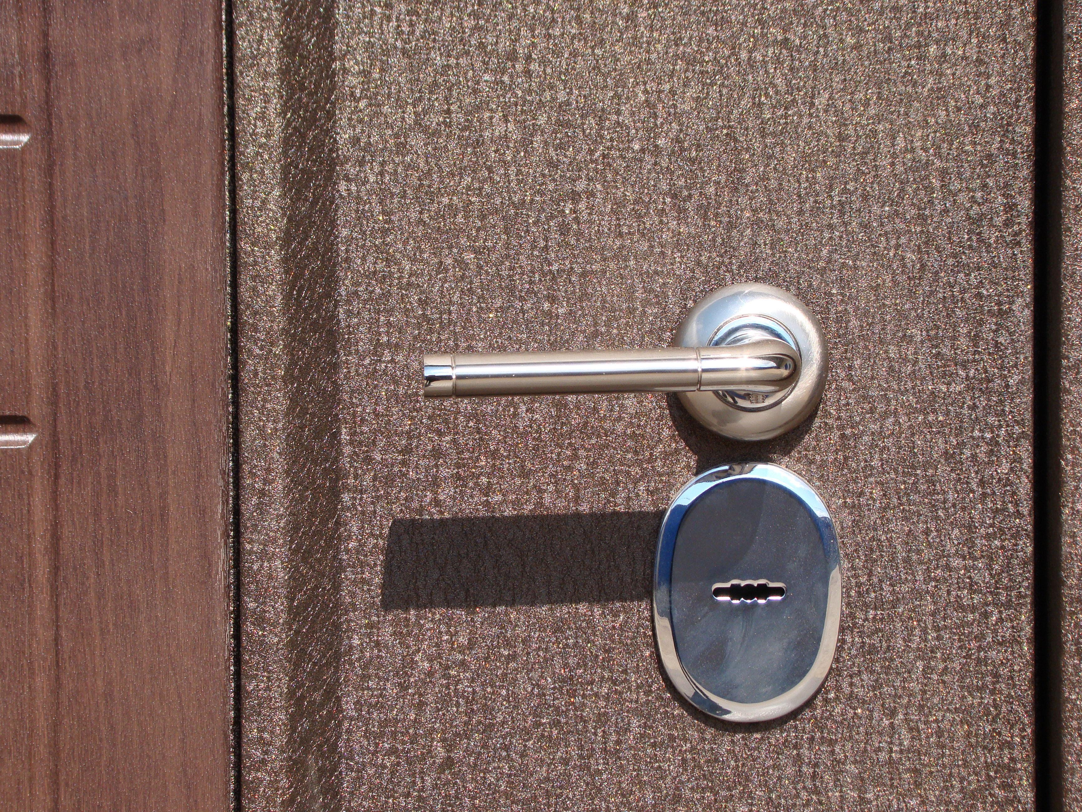 покрытие пленкой входных дверей