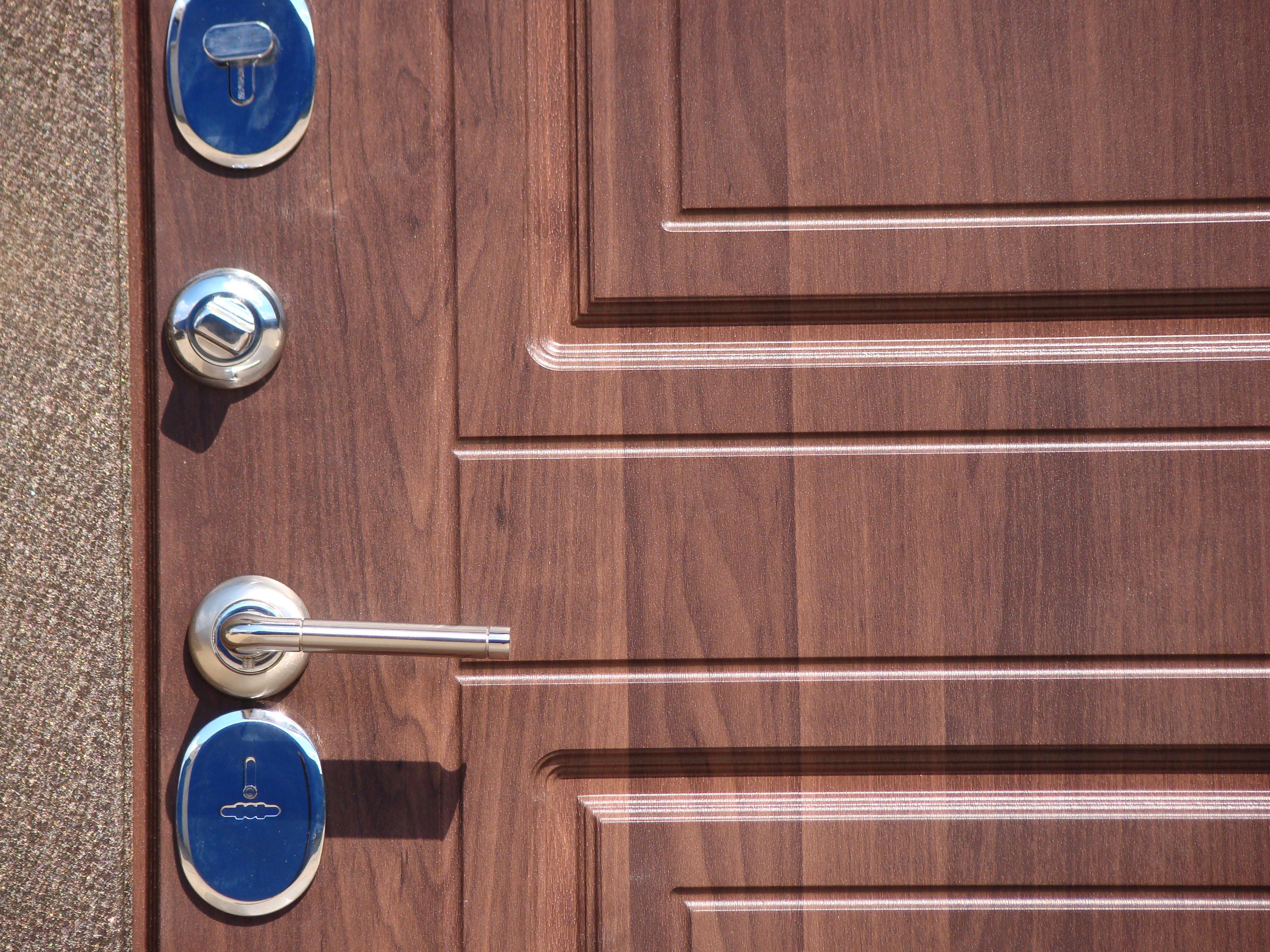 железная дверь с покрытием пвх